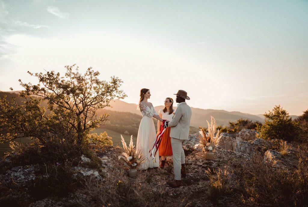 photo de mariage à la roche de Vergisson